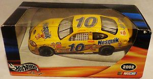 HOT WHEELS NASCAR DIE CAST NESQUIK #10 CAR DRIVER SCOTT RIGGS NEW IN