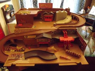 Vintage 1980 Hot Wheels City Playset Toy Car Race Track