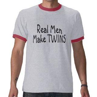 Los hombres reales hacen a gemelos t shirts de