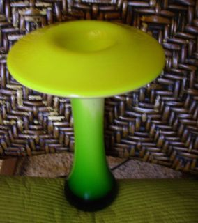 VINTAGE ART DECO GREEN YELLOW VASE (arte murano icet?) 8 INCHES TALL