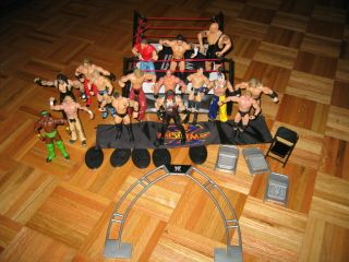 WWE Wrestlemania 25th Anniversary Wrestling Ring 16 Figures Play Set