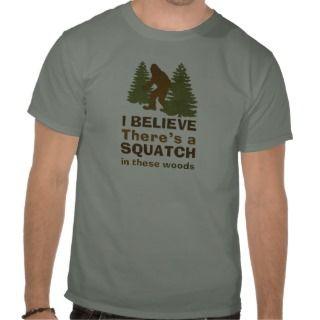 Creo que hay SQUATCH en estas maderas Tshirt de