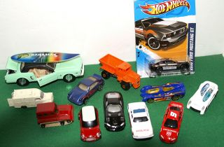 Mixed Lot of Lesney Matchbox Mattel Hot Wheels Maisto and Corgi Diecast Cars |