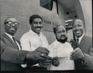 1968 Press Photo Donald Sneed John Young Charles Turner Marvin Gilmore at Bank |