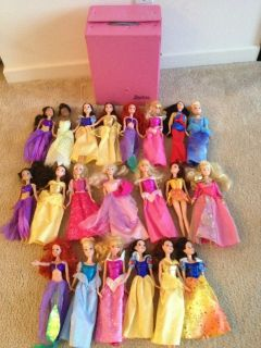LOT OF 21 DISNEY PRINCESS OTHER BARBIE DOLLS W VINTAGE CARRYING CHEST