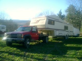 1989 5th Fifth Wheel Kropf 32 ft Travel Trailer