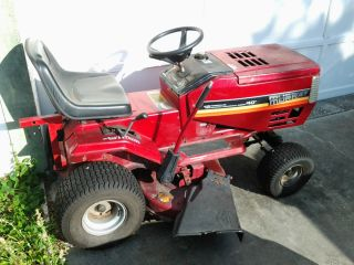 MURRAY RIDING MOWER 12HP Briggs & Stratton 40 deck. Lawn mower w/tow