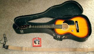 Harmony acoustic guitar, Model H 5423, Bobby Lee NO SCRATCH  strap