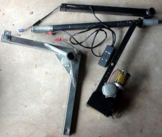 ELECTRIC MOBILITY TRUNK/VAN SCOOTER & WHEELCHAIR LIFT EX CONDITN FREE