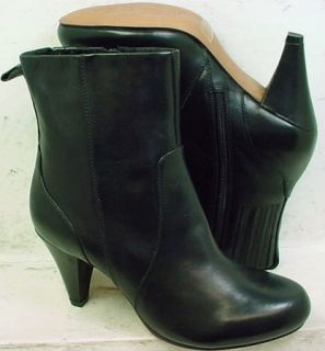 Clarks Womens Mary Margaret Black Leather Boots Shoes 33069 size 5 5 M