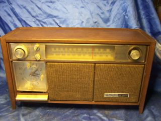 GE GENERAL ELECTRIC VINTAGE TUBE RADIO table wood with alarm clock