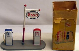DTE FRENCH MECCANO DINKY TOYS NO. 49d ESSO GAS PUMPS ISLAND NMB