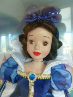 DISNEY Snow White Porcelain Doll 14 Collectible Rare in Unopened Box