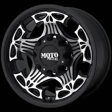 Moto Metal 909 17x9 Black and Machined