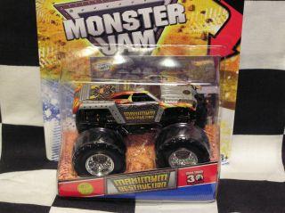 Hot Wheels 2012 Maximum Destruction w Topps Card Monster Jam Truck
