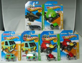 HOT WHEELS 2012 13 SCOOBY MYSTERY MACHINE, RED ANGRY BIRD, GREEN PIG