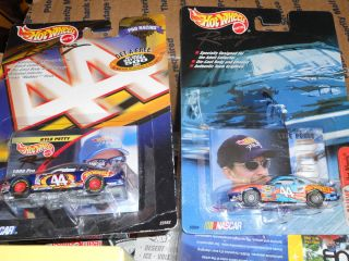 PAIR OF HOT WHEELS RACING KYLE PETTY 44 HOT WHEELS 1 64 2 DIFFERENT