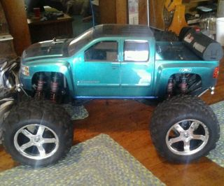 Nitro 4x4 Truck  Chevy shelf body 2 sets wheels tires exc. beginner