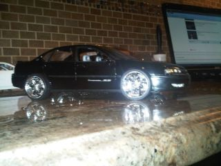 18 Chevy Impala SS 2004 Black with 22 Chrome Wheels