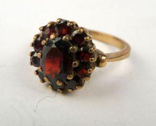 Traumhaft schöner Ring aus Gold 333 mit Granat besetzt (147)